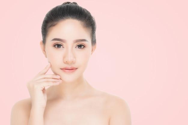 Portrait de belle femme, concept de soins de la peau ou de beauté