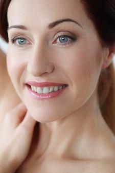 Portrait de belle femme, concept de soins de la peau du visage