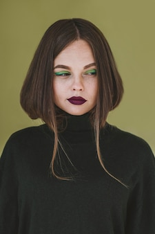 Portrait de la belle femme avec du maquillage