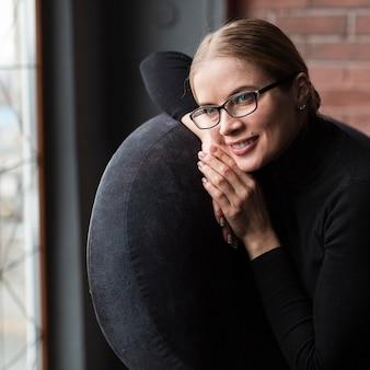 Portrait belle femme à lunettes