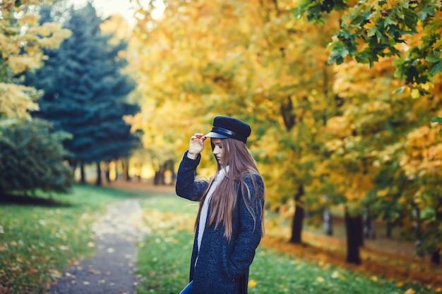 Portrait de belle fille brune