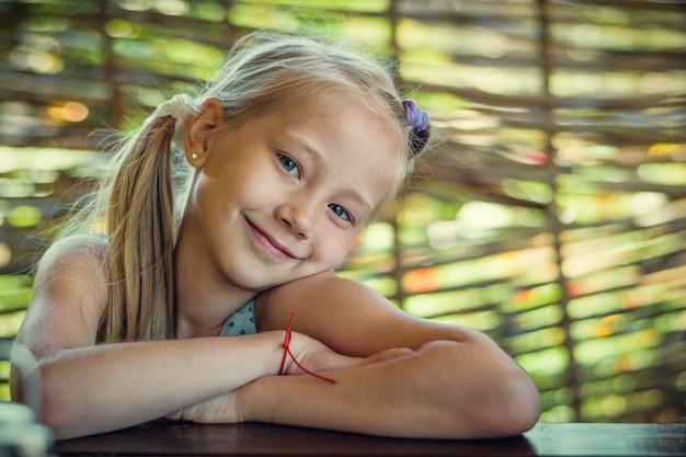 Portrait d'une belle fille