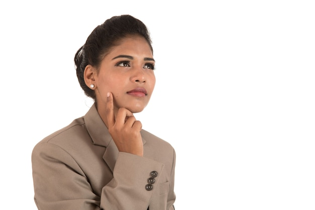 Portrait de la belle jeune femme d'affaires