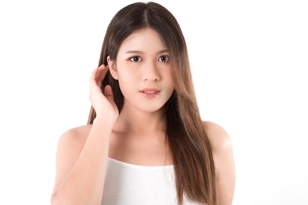 Portrait belle jeune femme asiatique avec une peau fraîche et propre. concept de beauté.