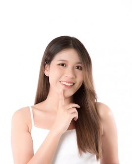 Portrait belle jeune femme asiatique avec une peau fraîche et propre