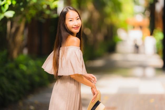 Portrait belle jeune femme asiatique sourire heureux