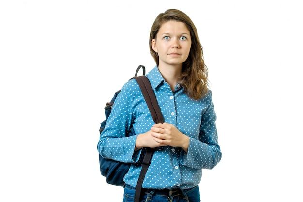 Portrait d'une belle jeune fille étudiante avec sac à dos