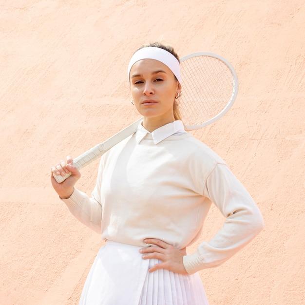 Portrait belle joueuse de tennis