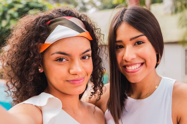 Portrait De Belles Adolescentes Latines Photo Premium