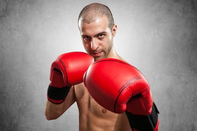 Portrait de boxeur. fond sombre