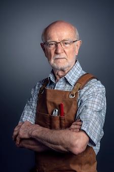 Portrait de charpentier senior