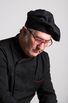 Portrait chef dans la cuisine