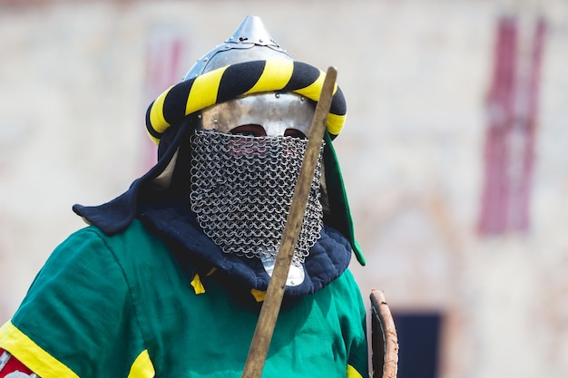 Portrait de chevalier en armure de combat