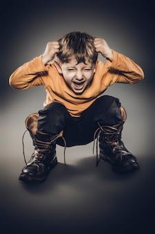 Portrait en colère de 5 ans