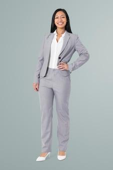 Portrait complet du corps d'une femme d'affaires asiatique confiante pour l'emploi et la campagne de carrière