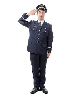 Portrait complet du jeune officier de l'armée saluant