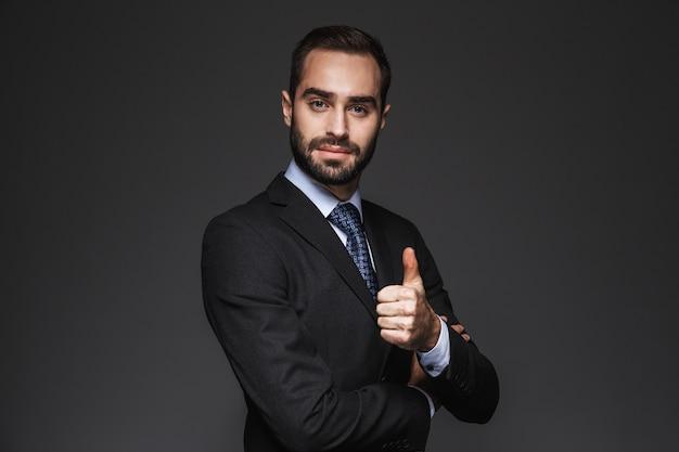 Portrait, de, a, confiant, beau, homme affaires, porter, costume, isolé, pouces haut