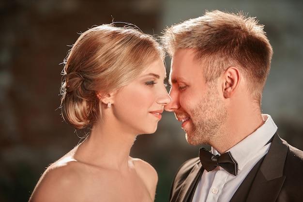 Portrait d'un couple amoureux mariés