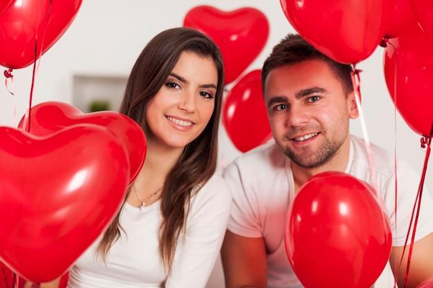 Portrait de couple heureux amoureux