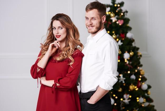 Portrait de couple heureux au studio shot