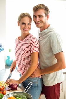 Portrait, de, couple heureux, dans, cuisine