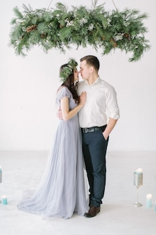 Portrait d'un couple heureux posant