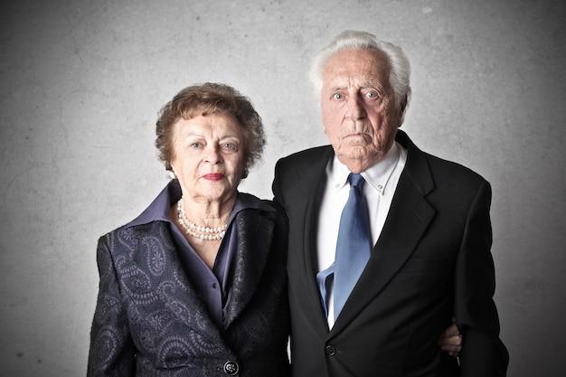 Portrait d'un couple de personnes âgées