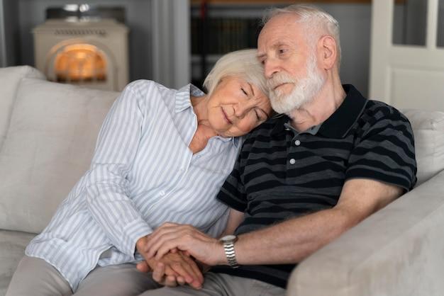 Portrait de couple senior avec alzeihmer