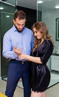 Portrait de couple sensuel attrayant romantique amoureux