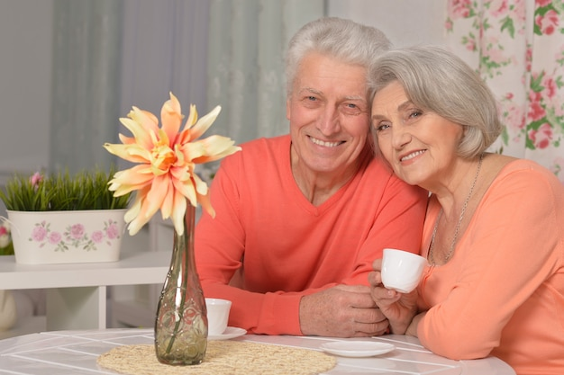 Portrait, de, a, couples mûrs, boire thé