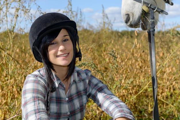 Portrait d'un coureur de belle jeune femme