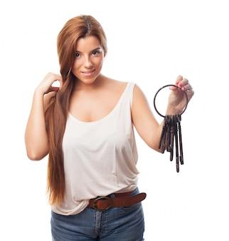 Portrait dame hispanique clé de sécurité