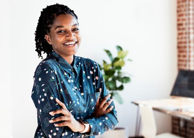 Portrait d'une dame noire gaie