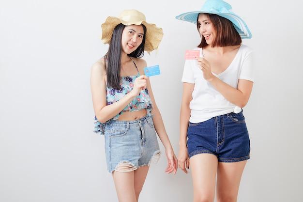 Portrait de deux filles hipster
