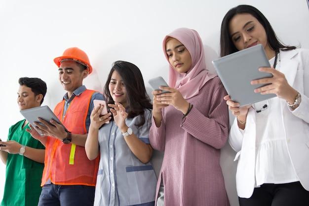 Portrait de diverses professions avec la technologie