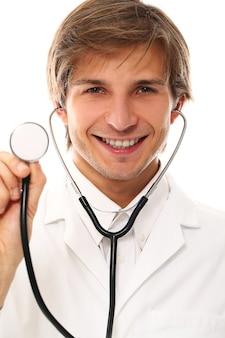 Portrait de docteur beau jeune homme