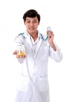 Portrait de docteur isolé fond blanc.