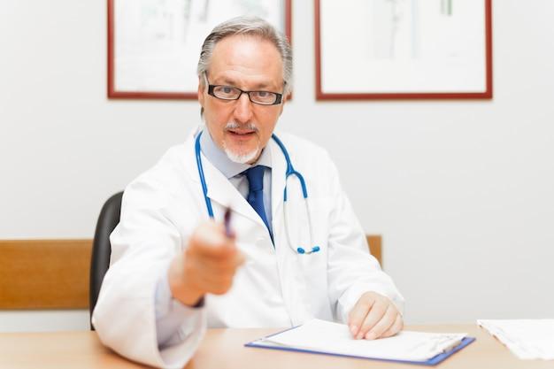 Portrait, docteur, pointage, stylo, patient