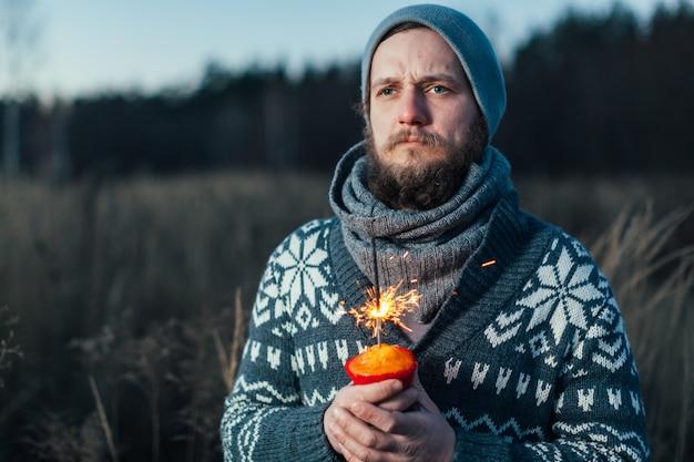 Portrait élégant homme sérieux avec une barbe