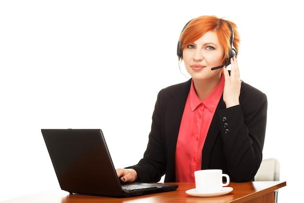 Portrait d'employé de bureau à un bureau
