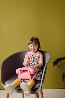 Portrait d'un enfant heureux rire