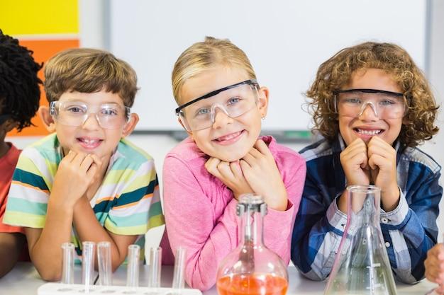 Portrait d'enfants en laboratoire