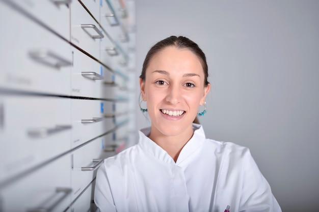 Portrait environnemental d'un personnel médical ou d'un médecin en pharmacie