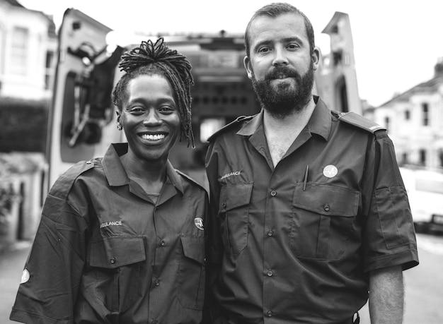 Portrait d'une équipe d'ambulanciers
