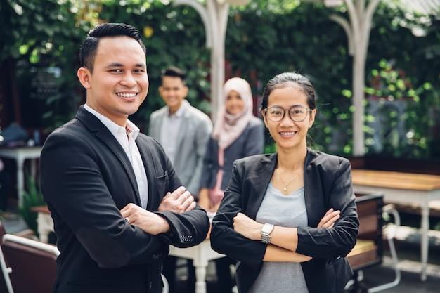 Portrait de l'équipe commerciale asiatique