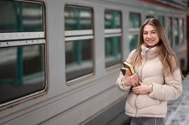 Portrait étudiante avec des livres