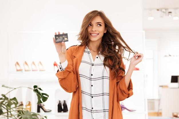 Portrait, excité, femme, tenue, crédit, carte