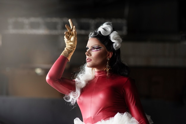 Portrait de fabuleuse drag queen posant