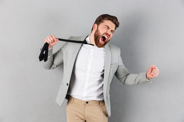 Portrait, fâché, homme affaires, habillé, complet