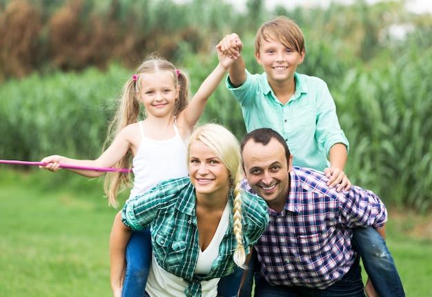 Portrait de famille avec enfants